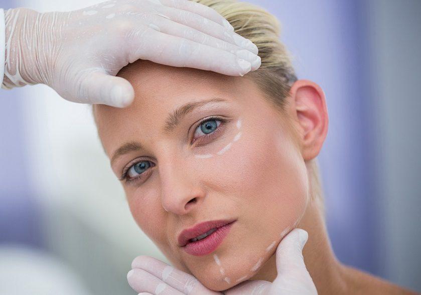 Procedimentos menis invasivos com efeitos cirúrgicos. Foto: Reprodução/Freepik